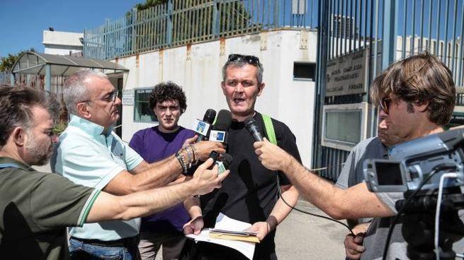 La conferenza stampa della delegazione radicale fuori da Sollicciano (New Press Photo)