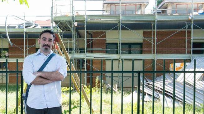 L'assessore Malaspina davanti all'edificio