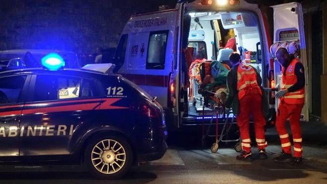 Carabinieri e ambulanza (archivio)