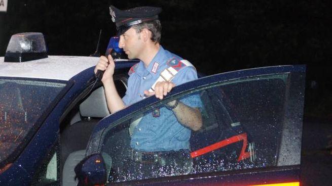 Quando i carabinieri sono arrivati all'appartamento hanno trovato la donna legata ad una sedia