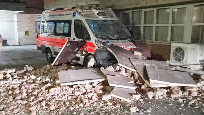 Terremoto, crolli all'ospedale di Amandola, nel Fermano (Foto Zeppilli)