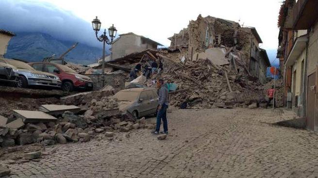 Terremoto, Amatrice distrutta, una delle prime immagini (Ansa)