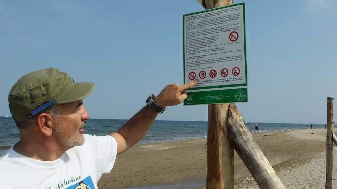 Una delle spiagge che ospitano naturisti in Italia (foto d'archivio)