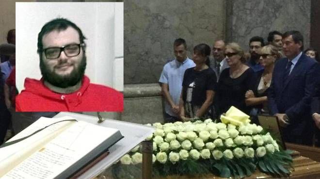 Marco Santarelli e i funerali: il questore è in prima fila