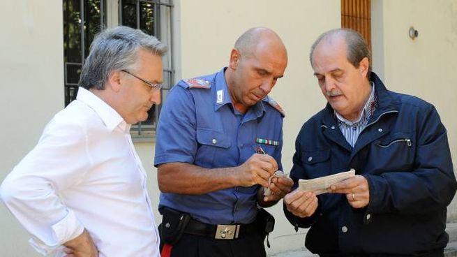 L'assessore regionale Sciapichetti con un carabiniere e il sindaco Falcucci (Calavita)