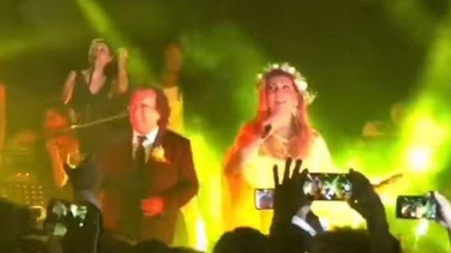 Youtube Canzoni Per Anniversario Di Matrimonio.Matrimonio Cristel Carrisi Al Bano E Romina Cantano Felicita