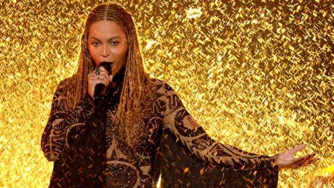 Beyoncé live durante i BET Awards 2016 – Foto: LaPresse