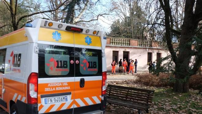 Sanitari e carabinieri sul luogo della tragedia