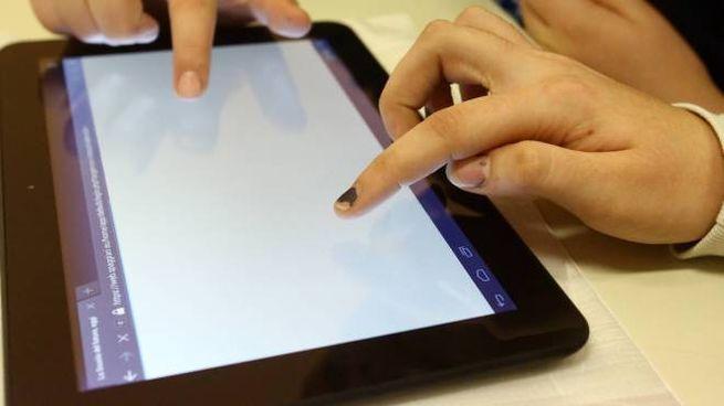 Ragazzi col tablet (foto di repertorio)
