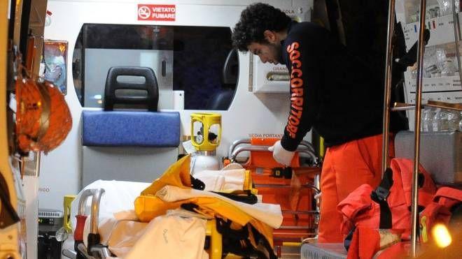 Sul posto è stato inviato anche  l'elisoccorso con  a bordo il medico che ha tentato invano di rianimare il motociclista