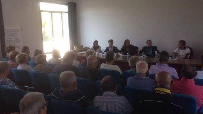 Un momento dell'assemblea pubblica svoltasi ieri al Centro Rodari