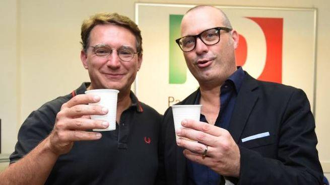 Balzani e Bonaccini brindano dopo le primarie (FotoSchicchi)