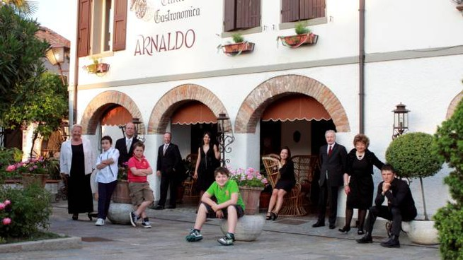 La grande famiglia della Clinica Gastronomica Arnaldo a Rubiera si è spaccata: una parte ha lasciato la gestione