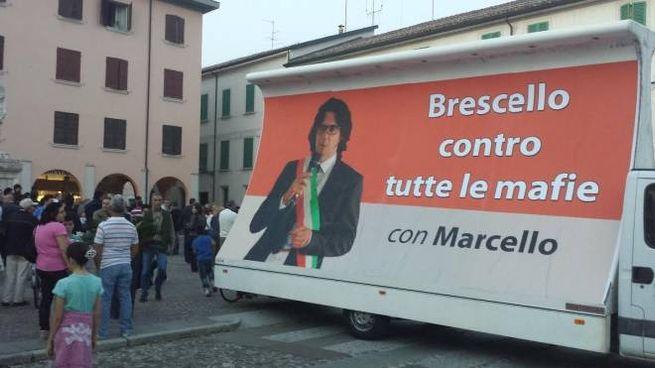 Brescello Reggio Emilia), la manifestazione in sostegno del sindaco Coffrini
