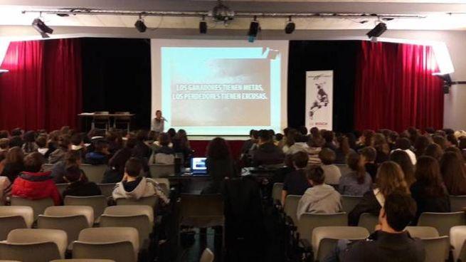 Scuola Media Vergani Novate Milanese.Novate L Orientamento Al Lavoro Al Teatro Testori Cronaca
