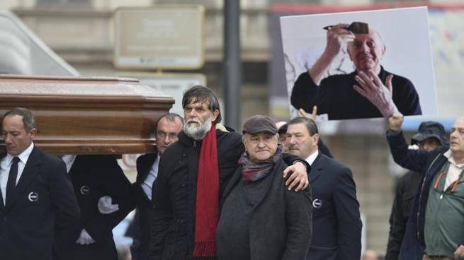 Funerale laico di Dario Fo in piazza Duomo