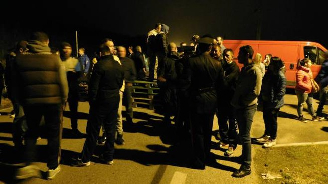 La protesta per strada a Gorino