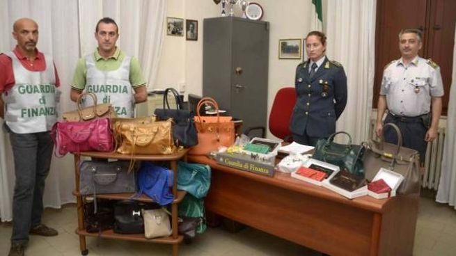 Magazzino di griffe false a Pontedera 100598e64f83