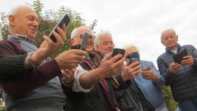 Un gruppo di iscritti a Fa Tam Tam in via Filanda Nuova