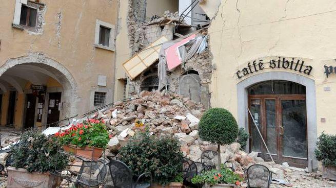 Il centro storico di Visso (Macerata) dopo il terremoto (foto Calavita)