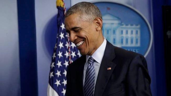 Obama esce dalla conferenza stampa alla Casa Bianca (Lapresse)
