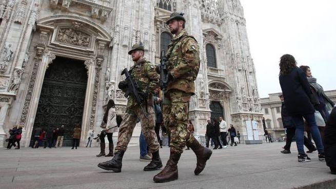 Esercito a Milano (Ansa)