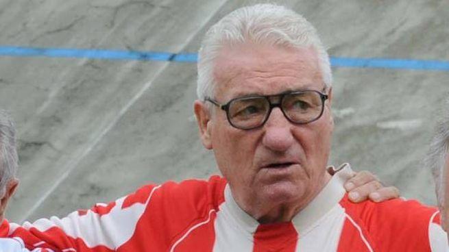 Silvano Magheri con le Vecchie glorie del Forlì calcio (foto Fantini)