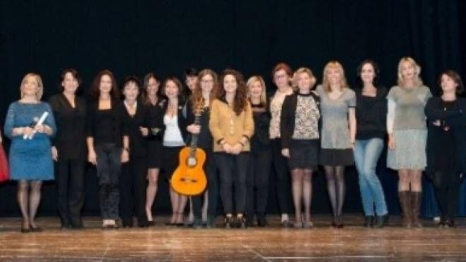 cerimonia della scorsa edizione del premio letterraio con finaliste e le vincitrici