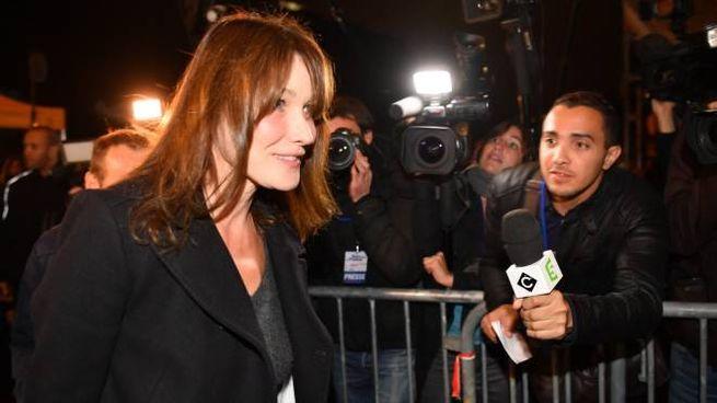 Carla Bruni, accanto a Sarkozy la sera della sconfitta alle primarie