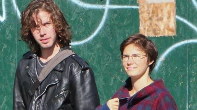 Amanda Knox con il fidanzato Colin Sutherland in una foto pubblicata dal Daily Mail