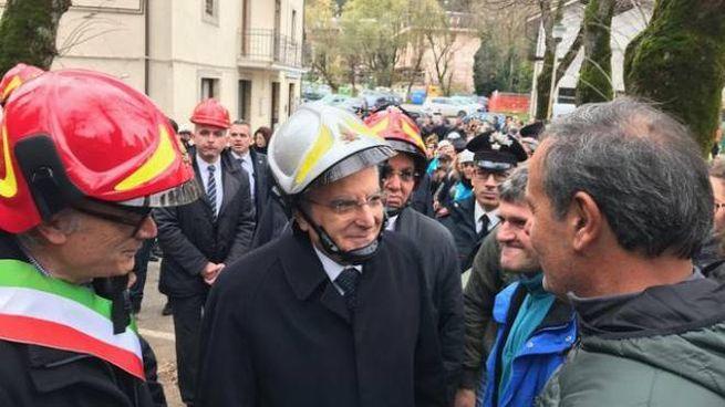 Il presidente Sergio Mattarella a Ussita (foto Ansa)