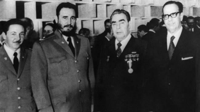 Fidel Castro durante un incontro con il leader sovietico Leonid Brezhnev (Lapresse)