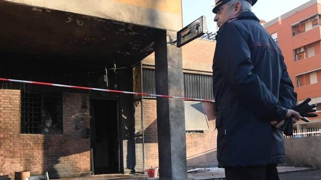 Bologna, attentato alla stazione dei carabinieri Corticella