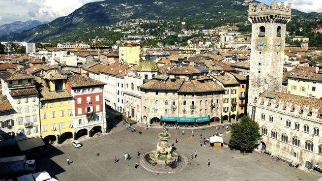 Trento, panoramica della città (Ansa)