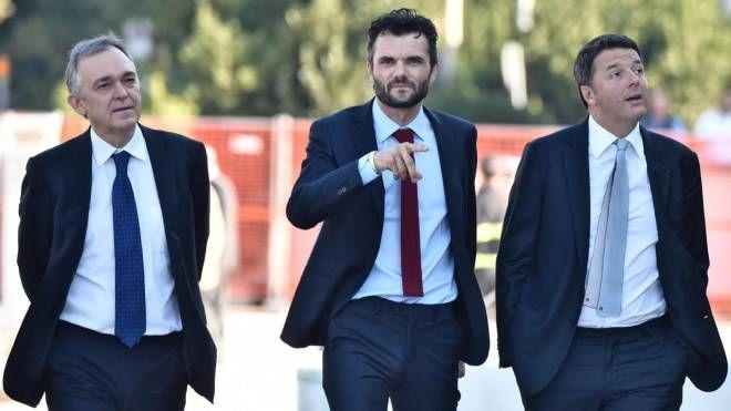 Matteo Biffoni (al centro), insieme con Enrico Rossi e Matteo Renzi
