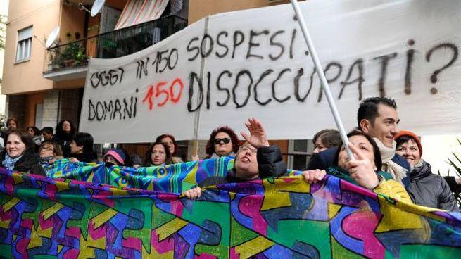 Tombolini, la protesta dei dipendenti (foto Calavita)