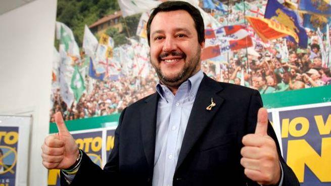 Matteo Salvini esulta dopo la vittoria del no al referendum (Newpress)