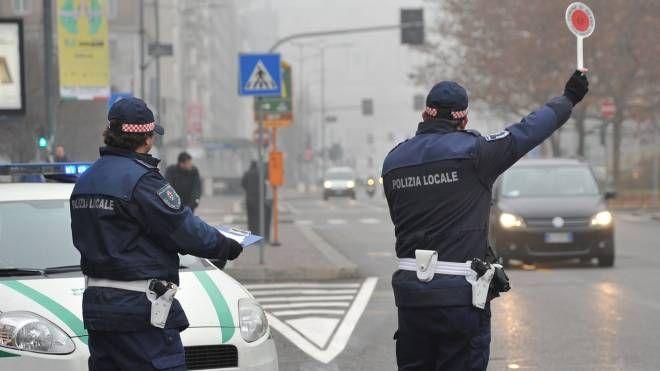 Blocco del traffico a Milano per emergenza smog (Newpress)