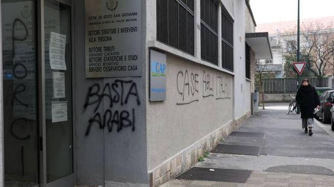 Sesto Nuove Scritte Xenofobe Sui Muri Del Comune Cronaca