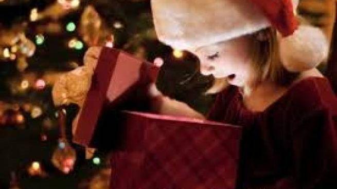 Bambini Che Scartano I Regali Di Natale.Santa Lucia E Festa Anche In Lombardia Bambini Tra Latte