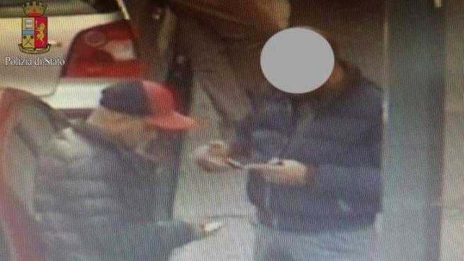 Stamperie per passaporti e permessi di soggiorno falsi: due arresti ...
