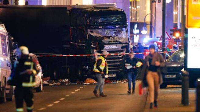 Camion piomba sulla folla a Berlino