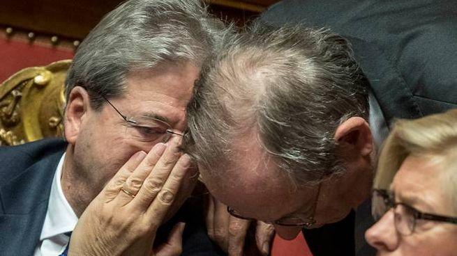 Sergio Mattarella e Pier Carlo Padoan (LaPresse)