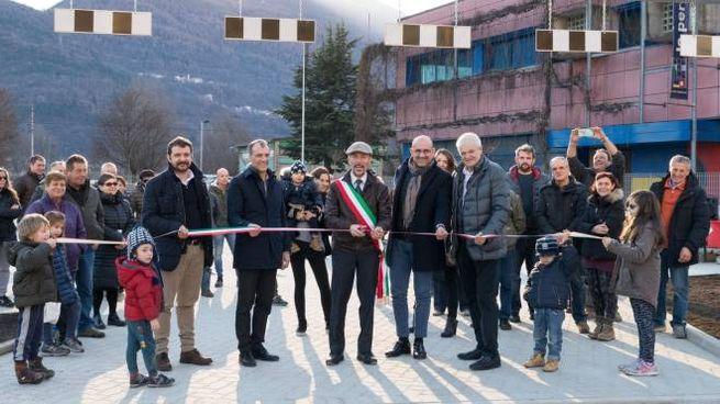 Il sindaco Giovanni Piasini ha coinvolto i bambini nel taglio del nastro