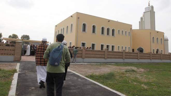MOSCHEA Partenza dall'edificio di culto islamico alle Bassette
