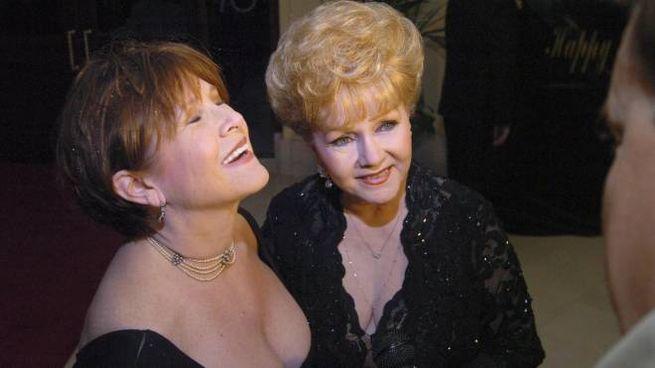 Debbie Reynolds (destra) e la figlia Carrie Fisher (sinistra)