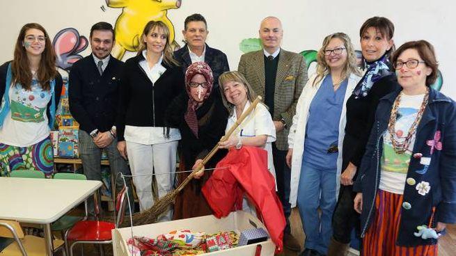 La Befana porta i doni ai bimbi della Pediatria di Imola