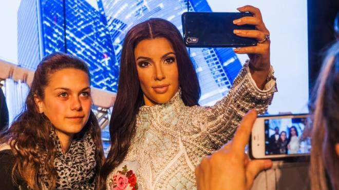 Kim Kardashian ha fatto del selfie un'arte promozionale - foto Steve Vidler / Alamy