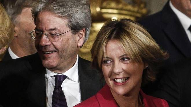 Paolo Gentiloni e Beatrice Lorenzin durante il giuramento del nuovo governo (Ansa)