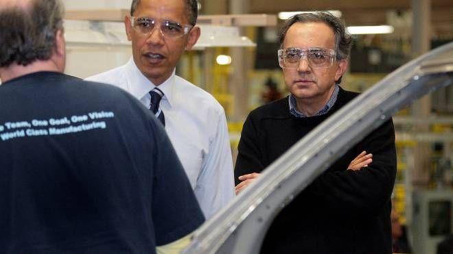 Detroit, Obama visita lo stabilimento Crysler con Marchionne (Ansa)